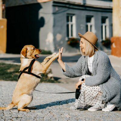 Mädchen_mit_Hund
